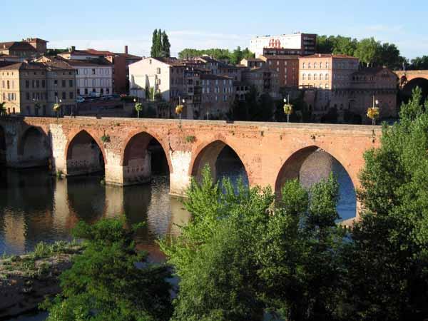 Walking in France: Albi's Old Bridge