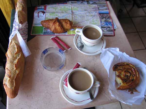 Walking in France: Second breakfast, Amboise