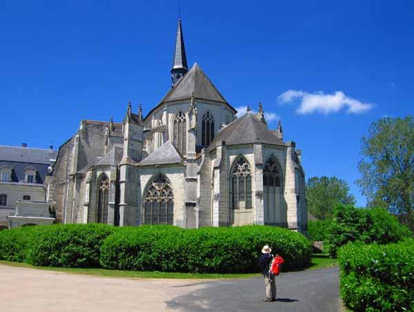 Walking in France: Church, Pontlevoy