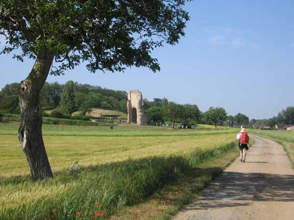 Walking in France: Approaching the ruins of the Gallo-Roman town of Old Poitiers