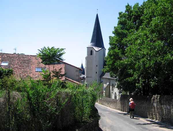 Walking in France: Entering Dissay