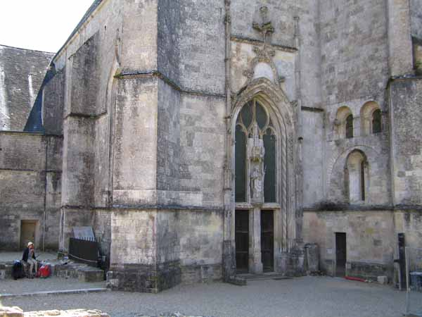 Walking in France: Lunch beside the church at Ligugé