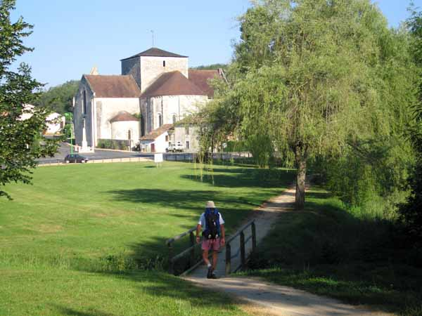 Walking in France: Approaching Fontaine-le-Comte and its Cistercian abbey
