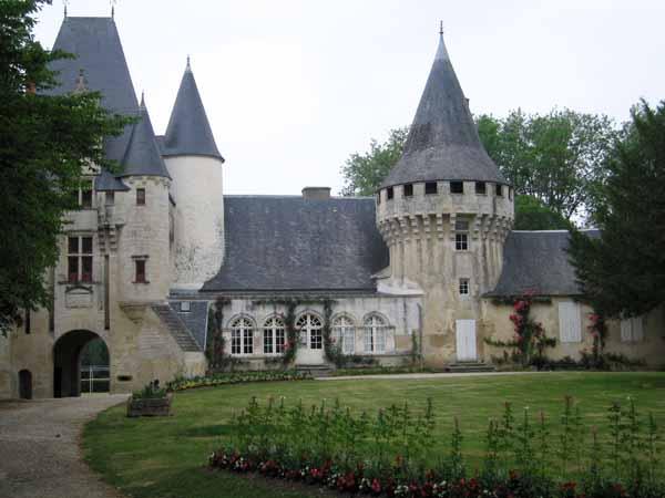 Walking in France: Château of Javarsay