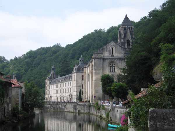Walking in France: Château and abbey, Brantôme