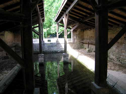 Walking in France: Another lavoir in Melle