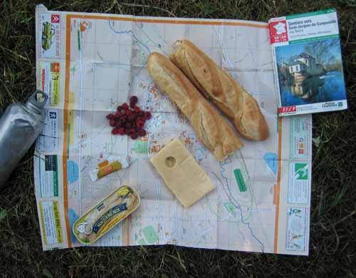 Walking in France: Lunch on the map with raspberries