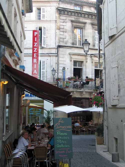 Walking in France: Dining quarter, Angoulême