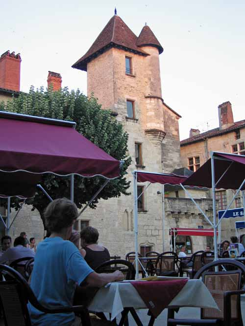 Walking in France: Dinner in the Place-Saint-Louis