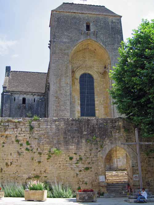 Walking in France: Lunch on the stairs of the gigantic church, Saint-Amand-de-Coly