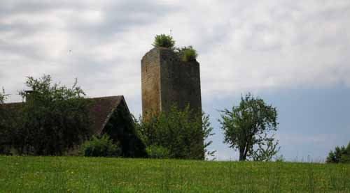 Walking in France: The leaning tower of la Vermondie