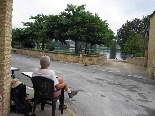 Walking in France: Second breakfast in Mauzac