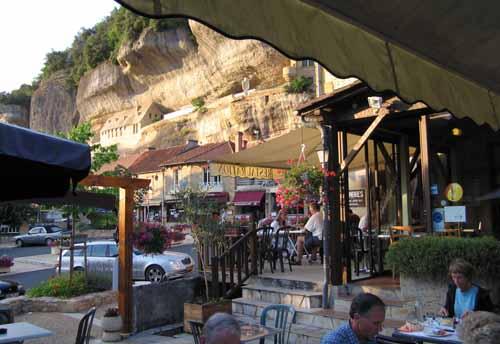 Walking in France: Dinner in les Ezyies