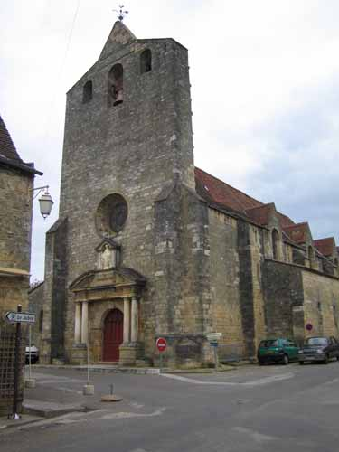 Walking in France: The church in Domme