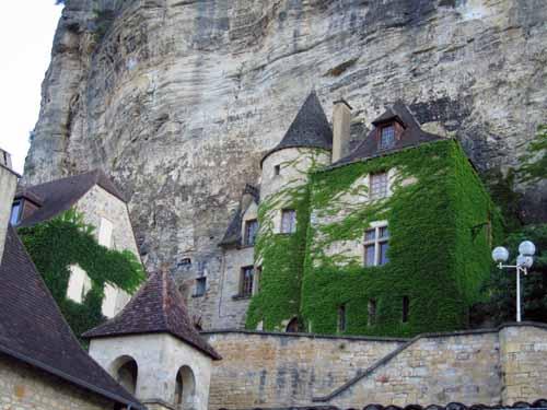 Walking in France: Troglodyte house, la Roque-Gagnac
