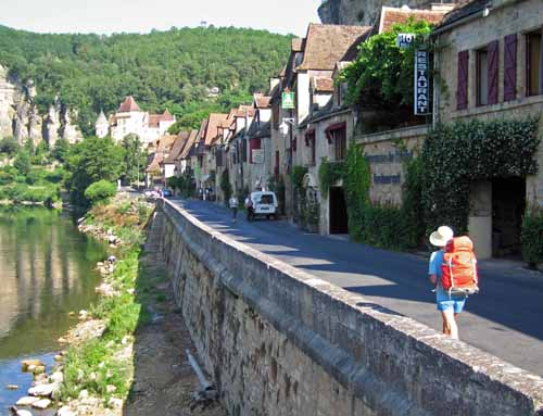 Walking in France: Arriving at la Roque-Gagnac