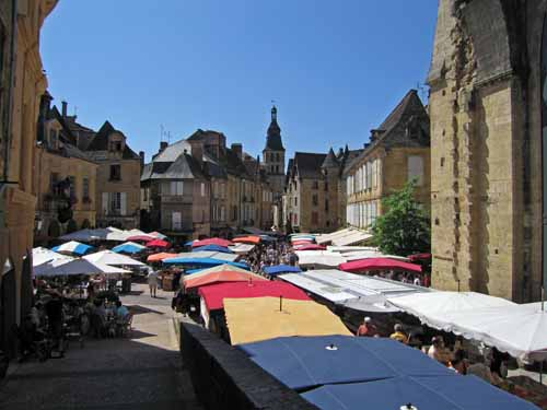 Walking in France: IA small part of the huge Sarlat Saturday market