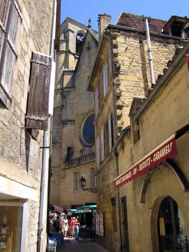 Walking in France: The small alley where we had our second coffee for the day