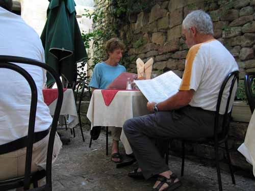 Walking in France: Deciding what to eat at la Bediane