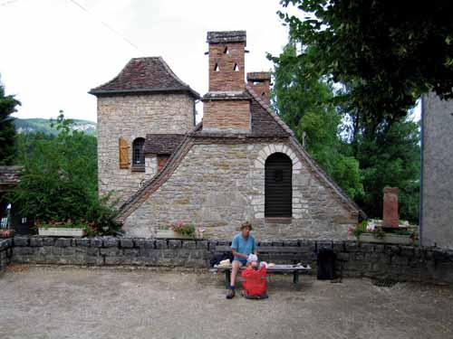 Walking in France: Lunch stop at Mezels