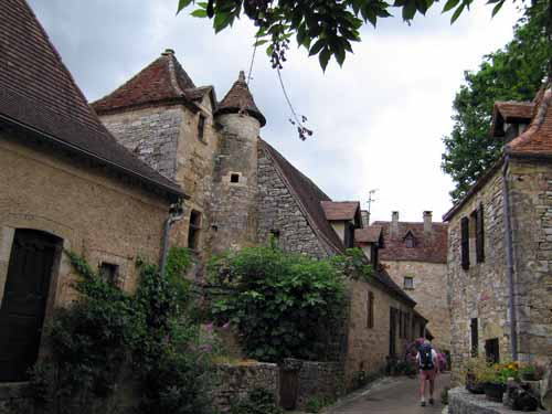 Walking in France: Exploring the back streets of Loubressac