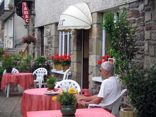Walking in France: Coffee at Port-de-Gagnac