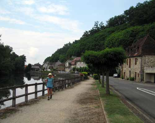 Walking in France: Beside the Cère river