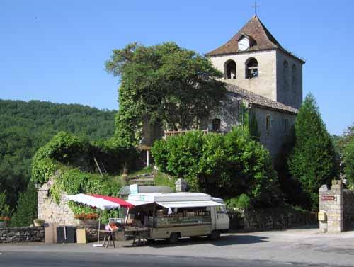 Walking in France: Travelling grocer in Montvalent