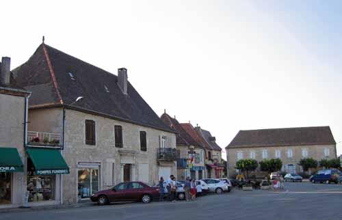Walking in France: The main square of Labastide-Murat