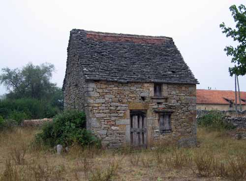 Walking in France: A tiny house on the edge of Promilhanes