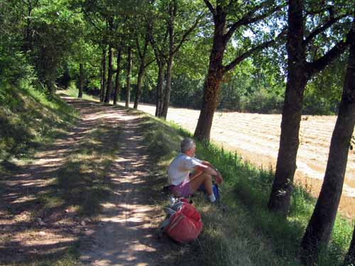 Walking in France: A short rest on the old railway embankment