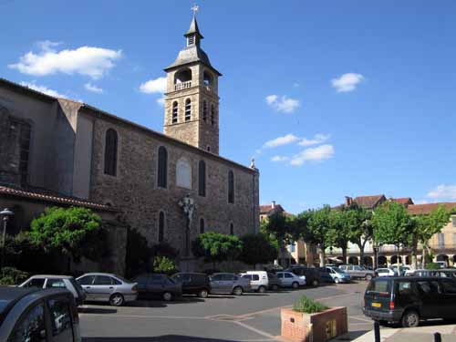 Walking in France: The main square and church of Réalmont