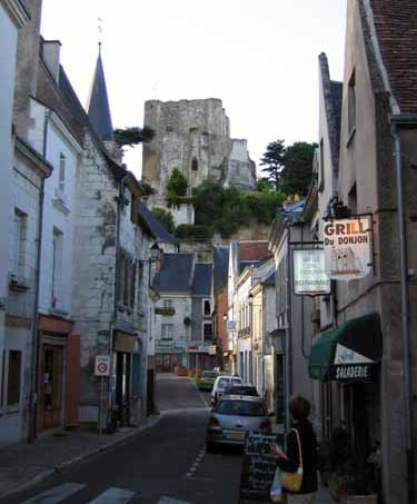 Walking in France: Montrichard with the donjon on the hill
