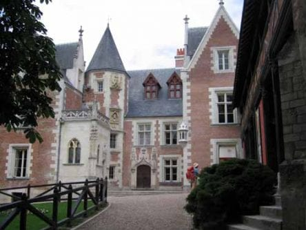 Walking in France: Being tourists at the Clos Lucé, Amboise