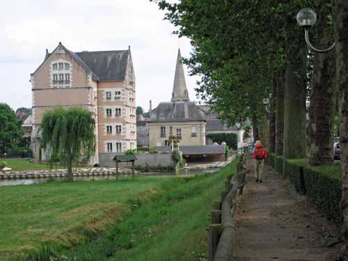 Walking in France: Arriving in Veigné