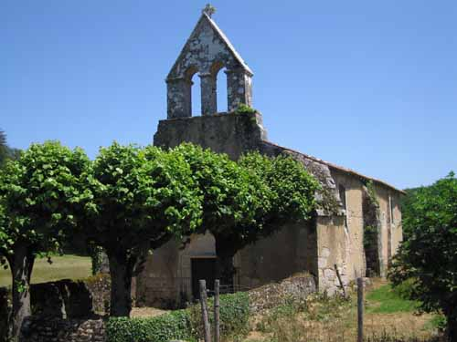 Walking in France: An ancient church on the way to Croutelle