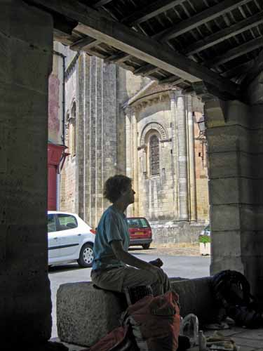 Walking in France: Lunch in the halle, Lusignan