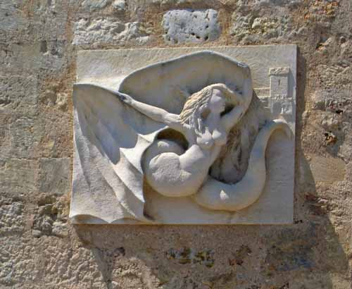 Walking in France: The mermaid-fairy Mélusine, Lusignan