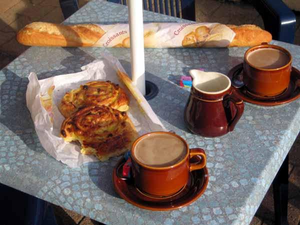Walking in France: A very early second breakfast, Autun