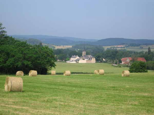 Walking in France: Approaching Tavernay