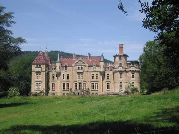 Walking in France: Arriving at the Château de Valogne