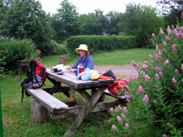 Walking in France: Breakfast at the Ouroux-en-Morvan camping ground