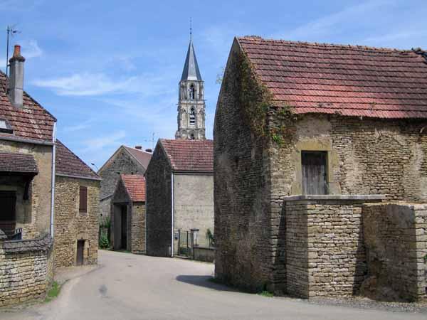 Walking in France: Arriving at Saint-Père
