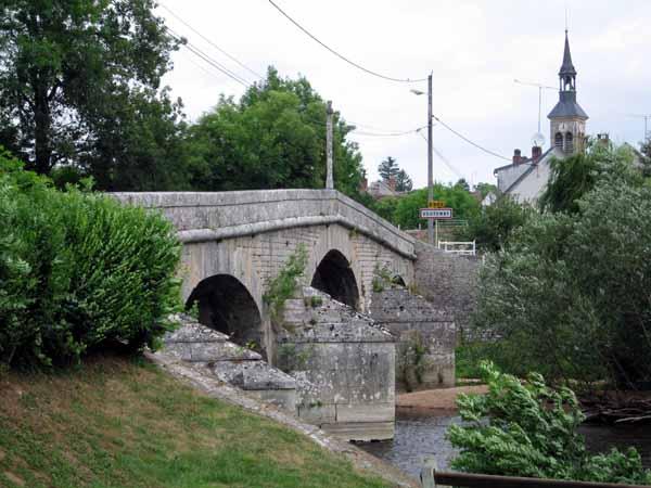 Walking in France: Bridge across the Cure leading to Voutenay-sur-Cure