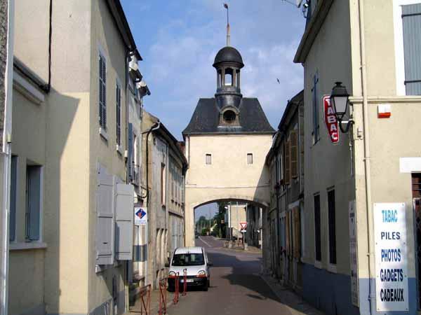 Walking in France: Arriving in Cravant