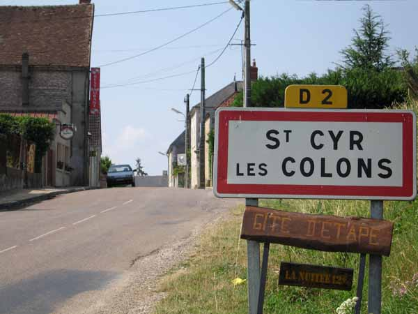 Walking in France: Entering Saint-Cyr-les-Colons