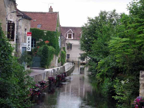 Walking in France: Chablis