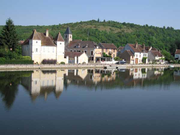 Walking in France: Across the Yonne to Vaux and the inn where we had our first coffee