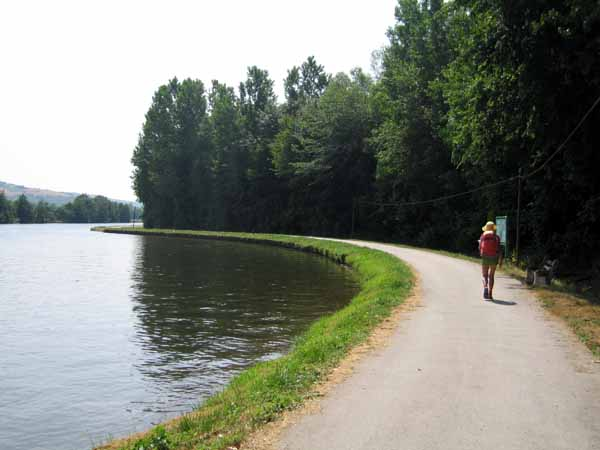 Walking in France: Back on the towpath