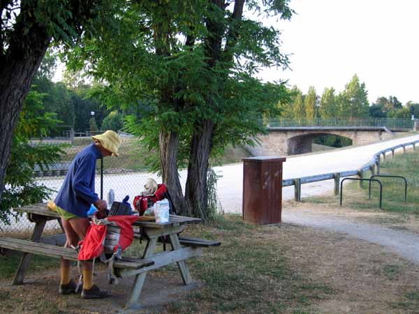 Walking in France: Early breakfast beside the towpath